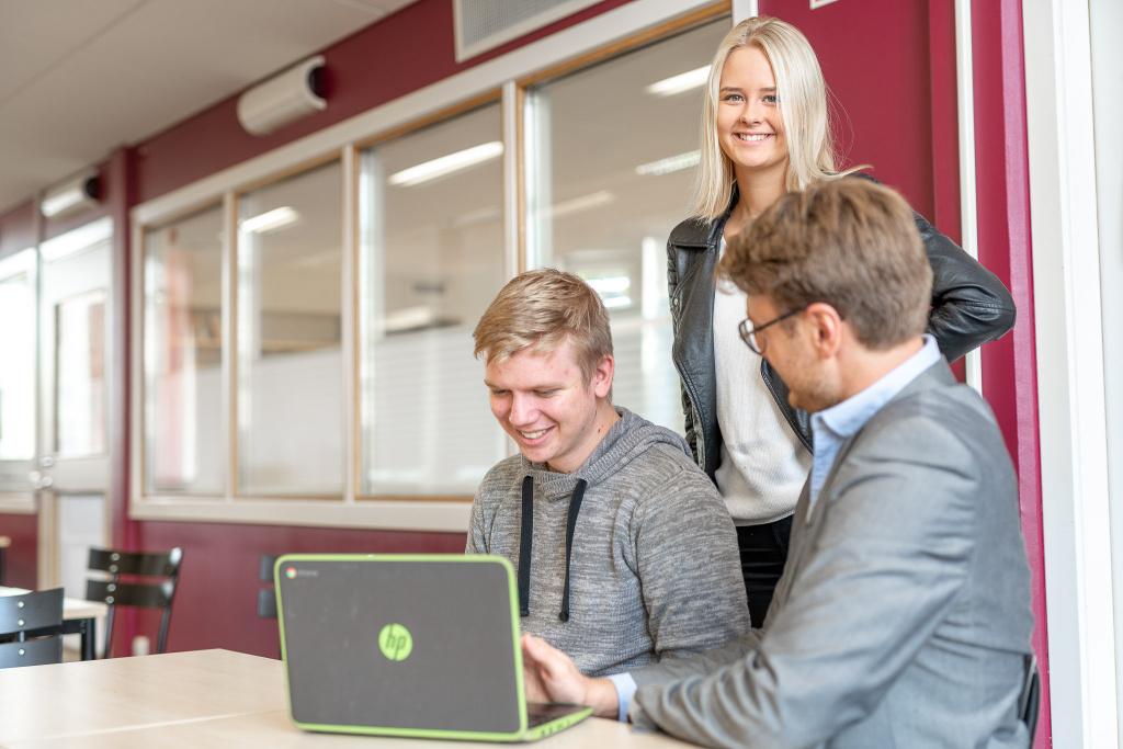 På handels- och administrationsprogrammet kommer du att få kunskaper i att starta eget företag samt verka inom en bransch där de framtida jobben finns.